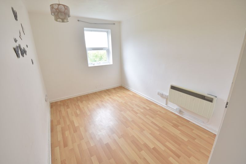 2 bedroom  to buy in Downs Road, Luton - Photo 3