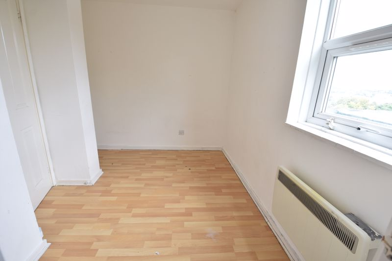 2 bedroom  to buy in Downs Road, Luton - Photo 5