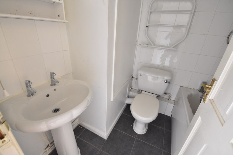 2 bedroom  to buy in Downs Road, Luton - Photo 6