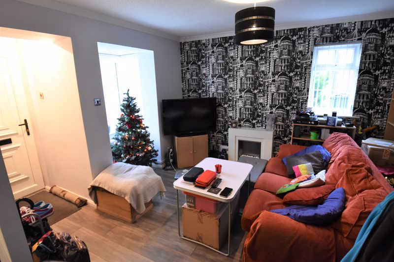 1 bedroom Mid Terrace to buy in Howard Close, Luton - Photo 4