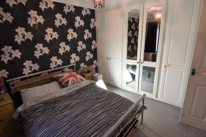 1 bedroom Mid Terrace to buy in Howard Close, Luton - Photo 7