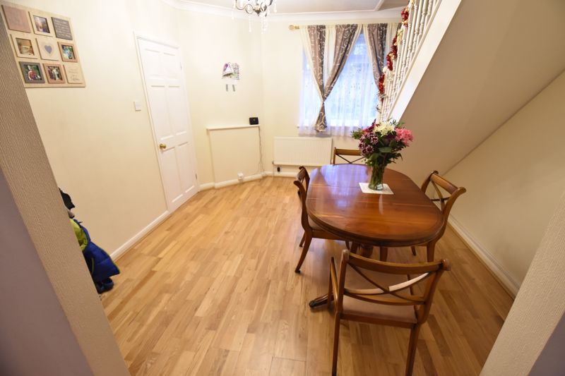 3 bedroom Semi-Detached  to buy in Falconers Road, Luton - Photo 4