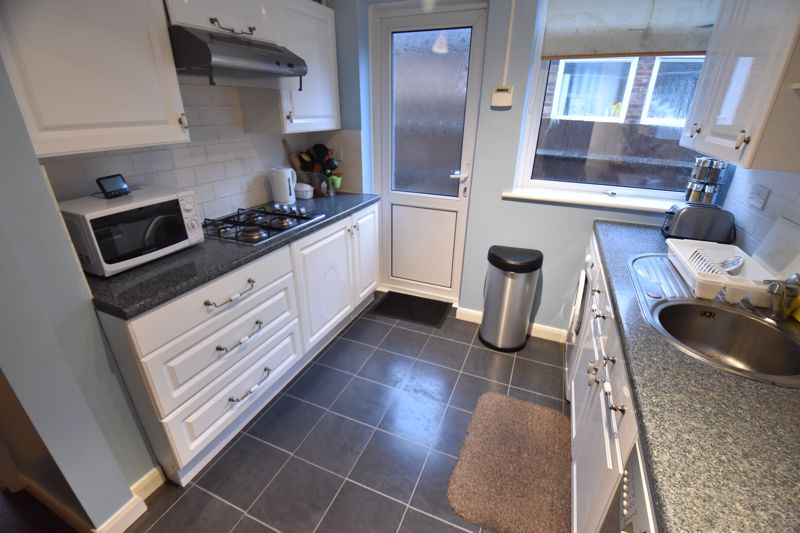 3 bedroom Semi-Detached  to buy in Falconers Road, Luton - Photo 8