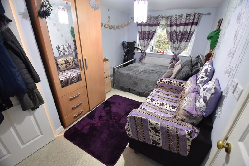 3 bedroom Semi-Detached  to buy in Falconers Road, Luton - Photo 10