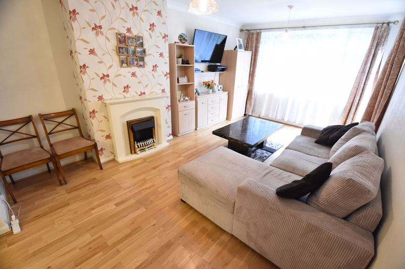 3 bedroom Semi-Detached  to buy in Falconers Road, Luton - Photo 18