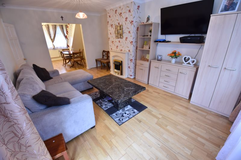 3 bedroom Semi-Detached  to buy in Falconers Road, Luton - Photo 20