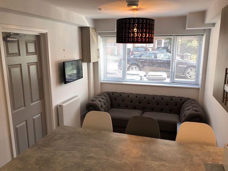 1 bedroom Apartment / Studio to rent in Chertsey Close, Luton - Photo 6