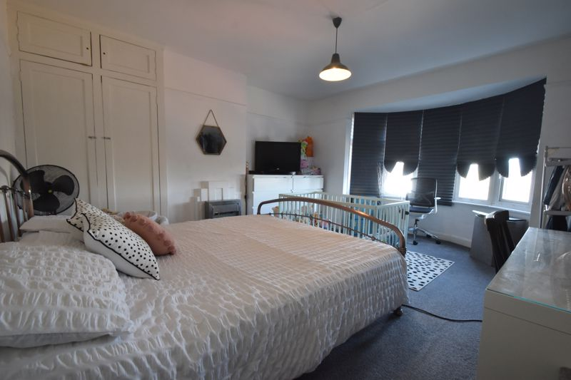 2 bedroom Mid Terrace to buy in Baker Street, Luton - Photo 2
