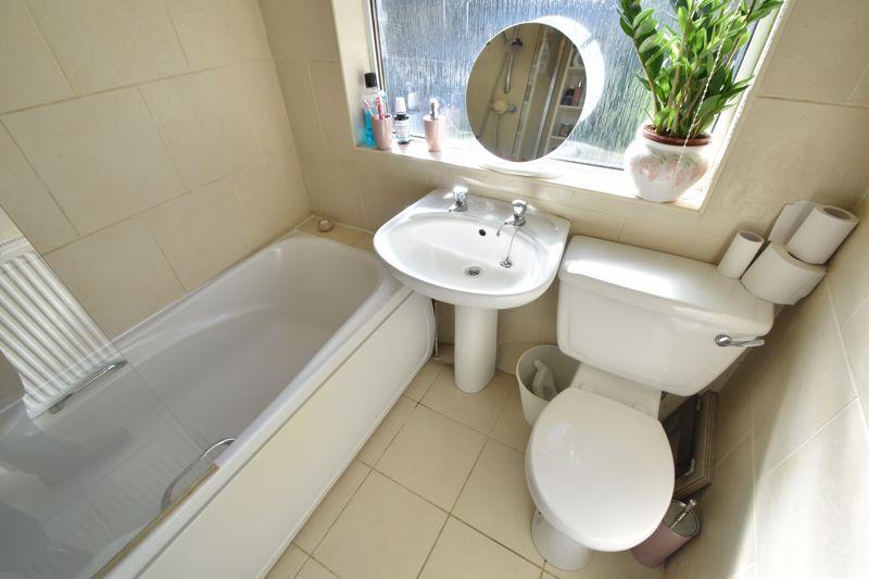 2 bedroom Mid Terrace to buy in Baker Street, Luton - Photo 8