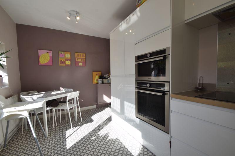 2 bedroom Mid Terrace to buy in Baker Street, Luton - Photo 12