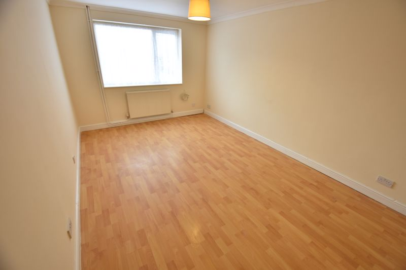 2 bedroom Maisonette to buy in Brussels Way, Luton - Photo 3