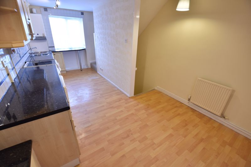 2 bedroom Maisonette to buy in Brussels Way, Luton - Photo 5