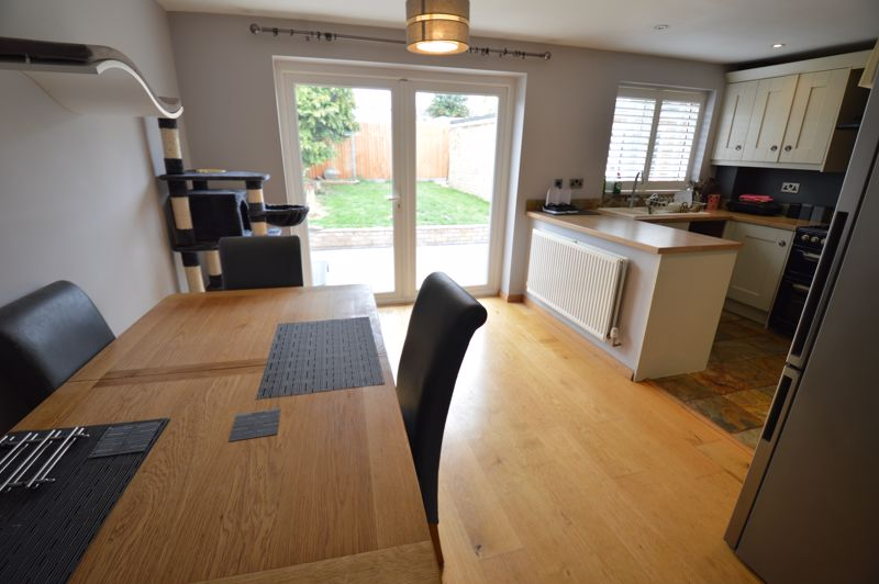 3 bedroom Semi-Detached  to buy in Turnpike Drive, Luton - Photo 3