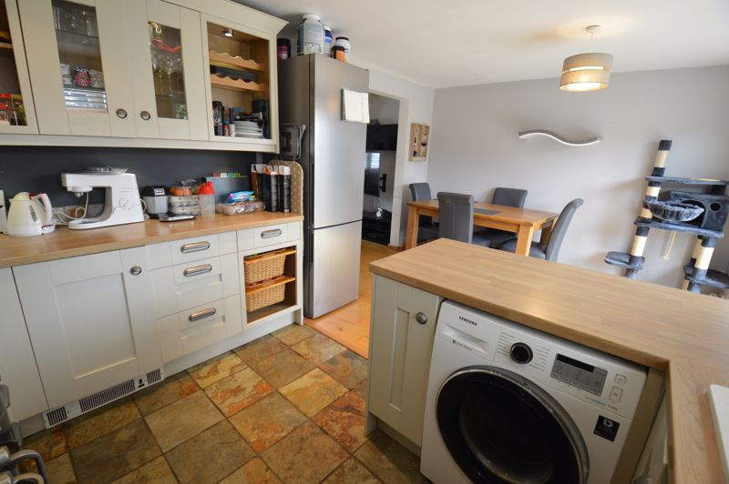3 bedroom Semi-Detached  to buy in Turnpike Drive, Luton - Photo 4