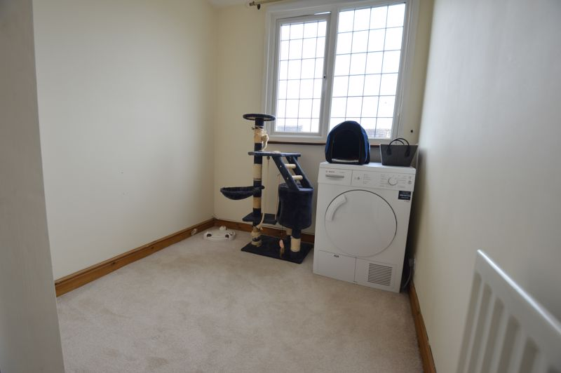 3 bedroom Semi-Detached  to buy in Turnpike Drive, Luton - Photo 6