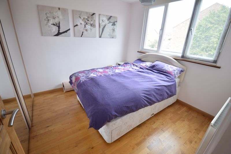 3 bedroom Semi-Detached  to buy in Turnpike Drive, Luton - Photo 7