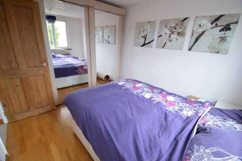 3 bedroom Semi-Detached  to buy in Turnpike Drive, Luton - Photo 8