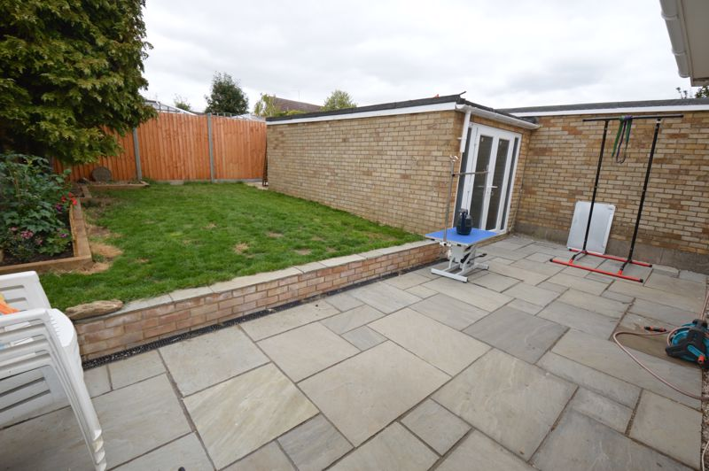 3 bedroom Semi-Detached  to buy in Turnpike Drive, Luton - Photo 11
