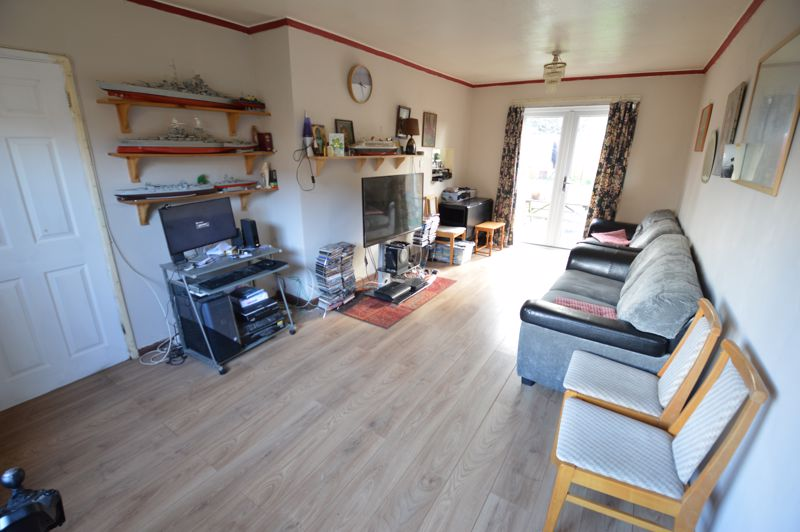 3 bedroom Semi-Detached  to buy in Littlefield Road, Luton - Photo 2