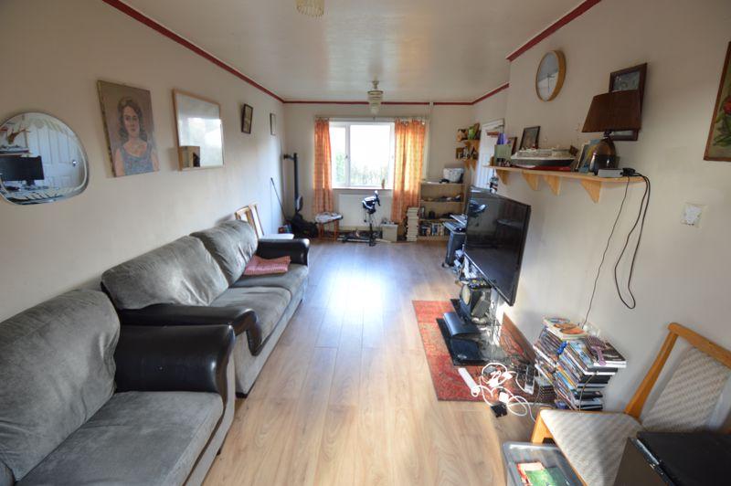 3 bedroom Semi-Detached  to buy in Littlefield Road, Luton - Photo 3