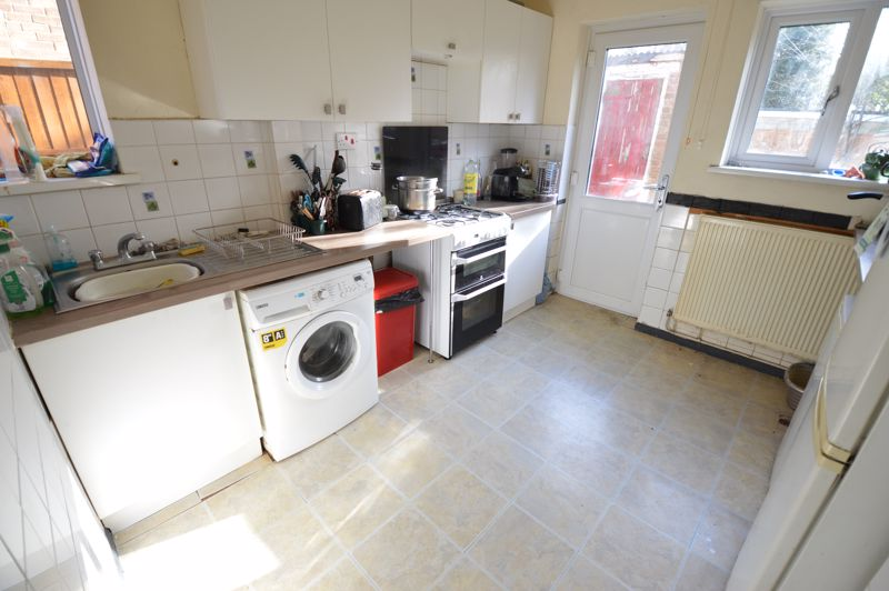 3 bedroom Semi-Detached  to buy in Littlefield Road, Luton - Photo 4