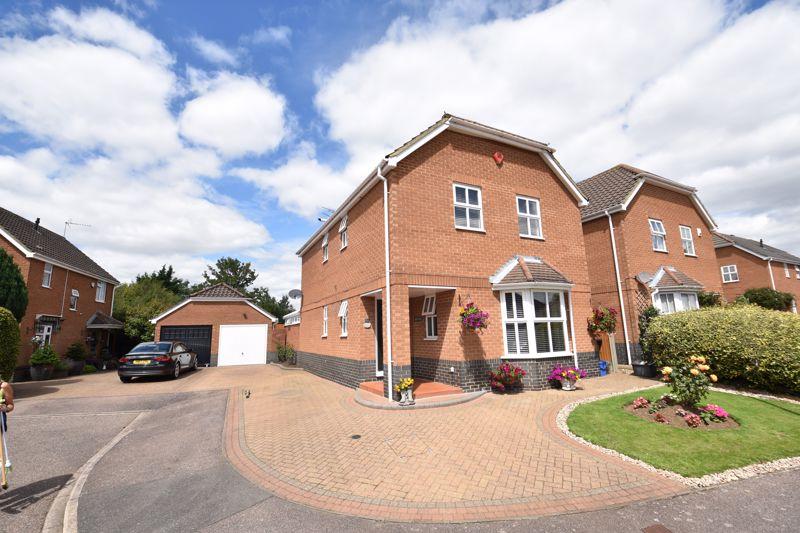 5 bedroom Detached  to buy in Broadacres, Luton