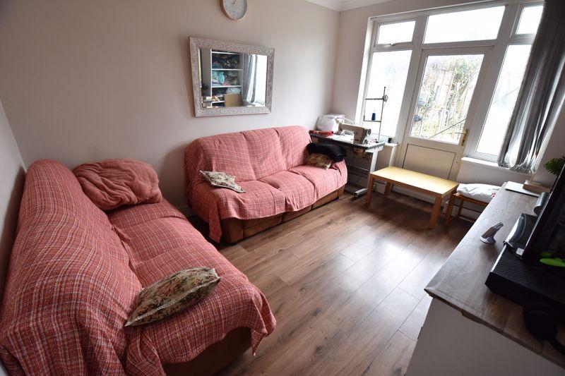3 bedroom Semi-Detached  to buy in Biscot Road, Luton - Photo 3