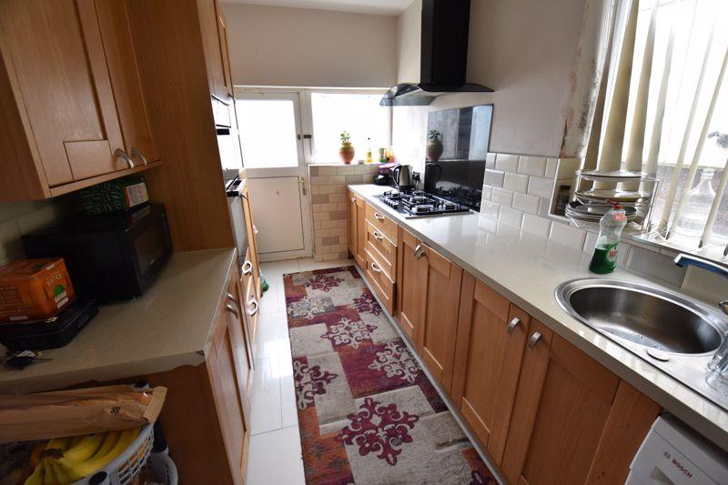 3 bedroom Semi-Detached  to buy in Biscot Road, Luton - Photo 4