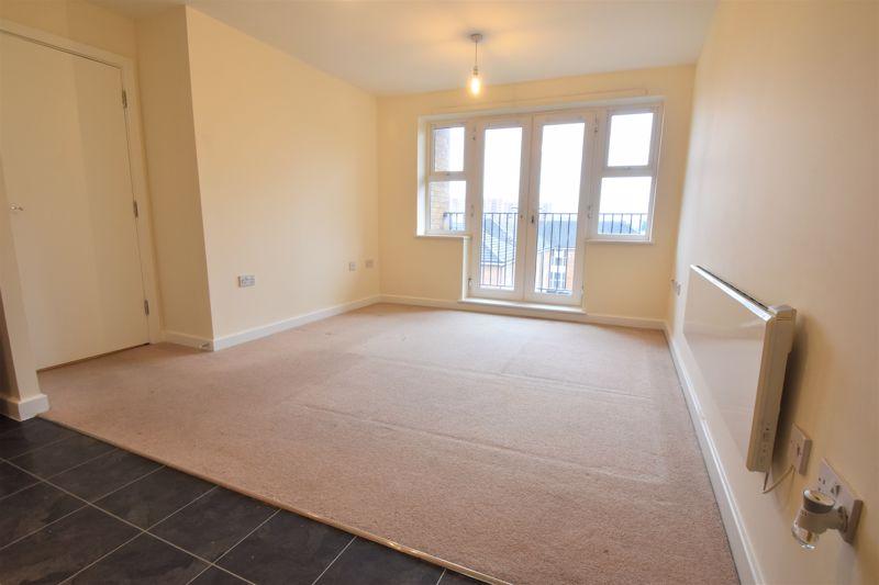 2 bedroom Apartment / Studio to buy in Holly Street, Luton - Photo 13