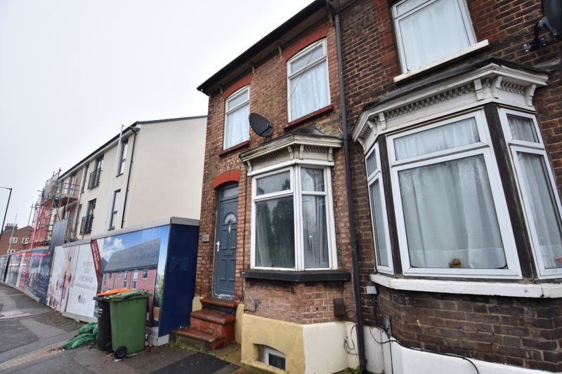 3 bedroom End Terrace to buy in High Street North, Dunstable - Photo 2