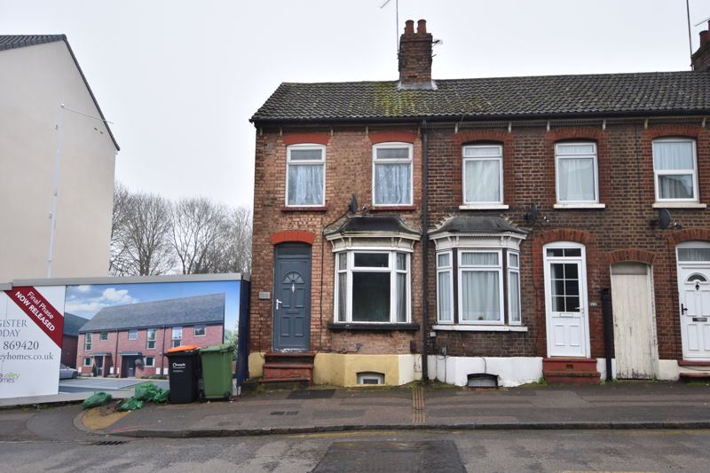 3 bedroom End Terrace to buy in High Street North, Dunstable - Photo 1