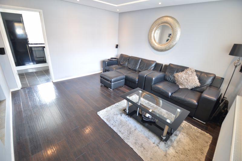 3 bedroom Mid Terrace to buy in Solway Road North, Luton - Photo 2