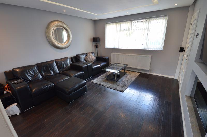 3 bedroom Mid Terrace to buy in Solway Road North, Luton - Photo 3