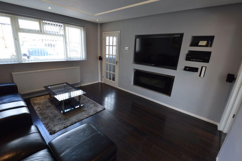 3 bedroom Mid Terrace to buy in Solway Road North, Luton - Photo 4