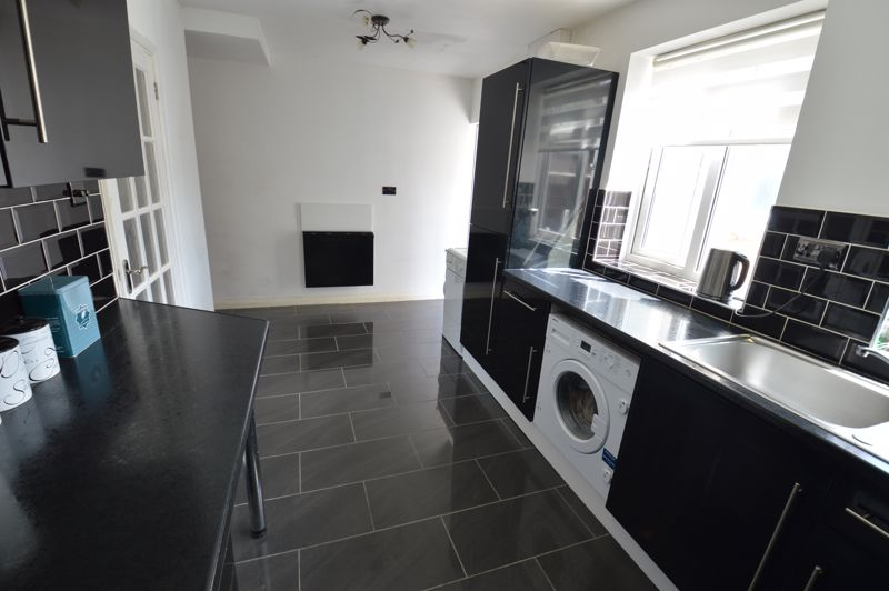 3 bedroom Mid Terrace to buy in Solway Road North, Luton - Photo 7