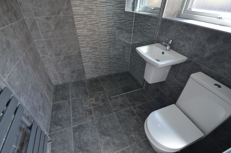 3 bedroom Mid Terrace to buy in Solway Road North, Luton - Photo 8