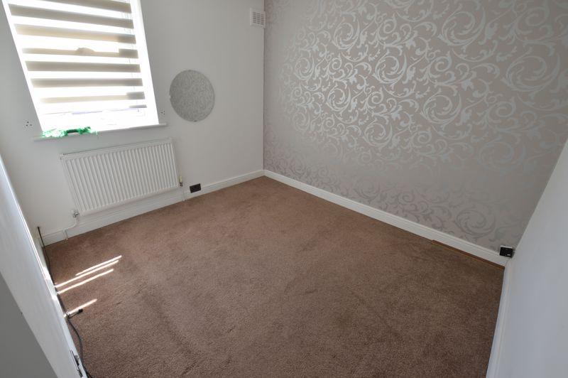 3 bedroom Mid Terrace to buy in Solway Road North, Luton - Photo 10