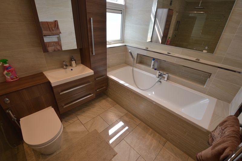 3 bedroom Mid Terrace to buy in Solway Road North, Luton - Photo 12