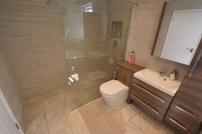 3 bedroom Mid Terrace to buy in Solway Road North, Luton - Photo 13