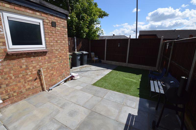 3 bedroom Mid Terrace to buy in Solway Road North, Luton - Photo 14