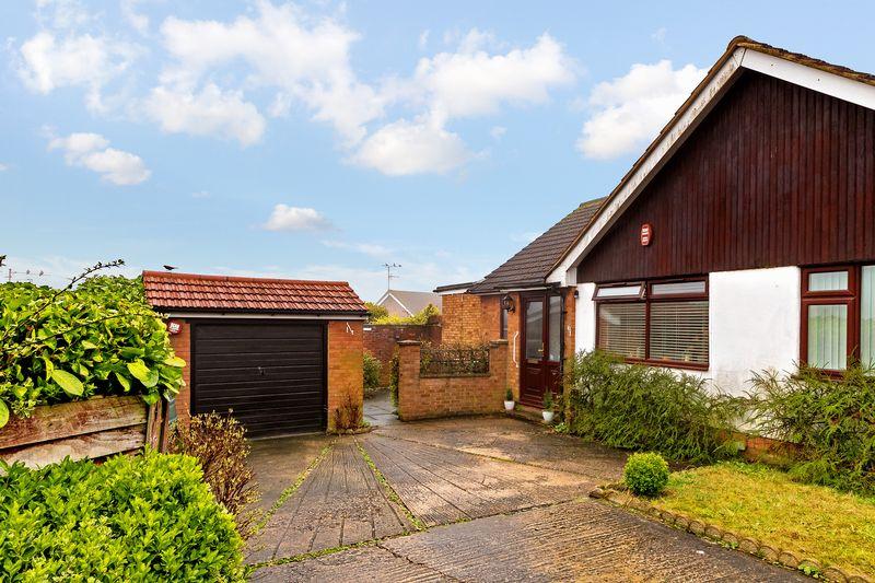 2 bedroom Bungalow to buy in Deep Denes, Luton