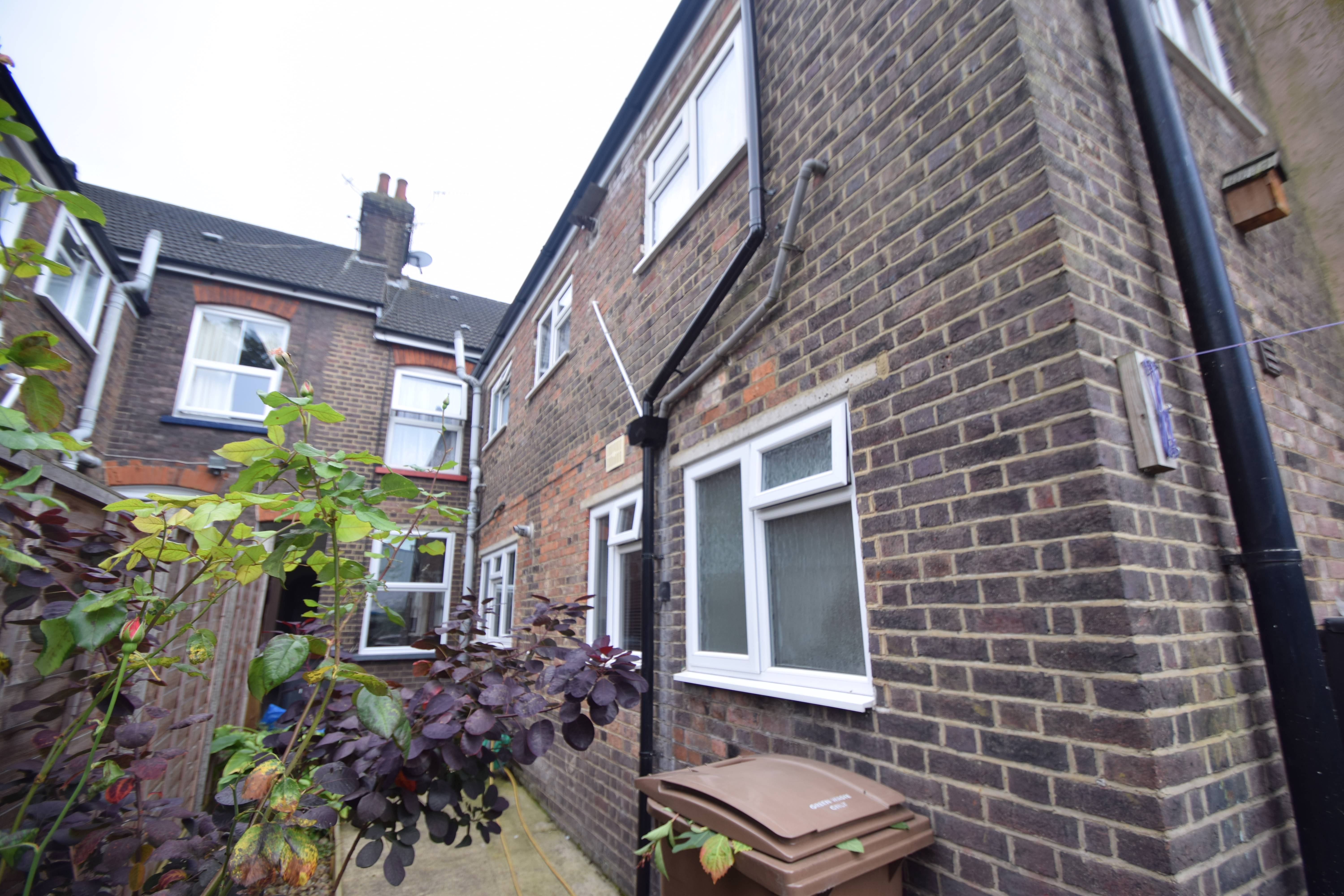 1 bedroom Maisonette to buy in Hitchin Road, Luton