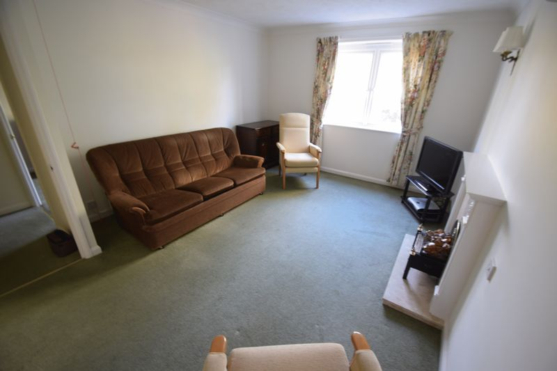 2 bedroom Retirement to buy in Popes Court, Luton - Photo 10