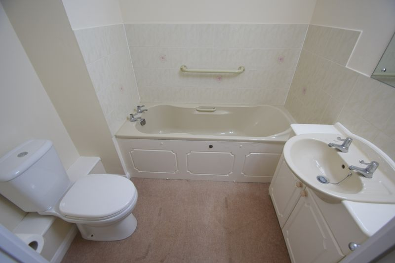 2 bedroom Retirement to buy in Popes Court, Luton - Photo 13