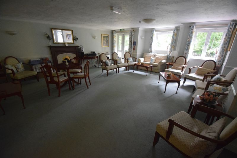 2 bedroom Retirement to buy in Popes Court, Luton - Photo 9