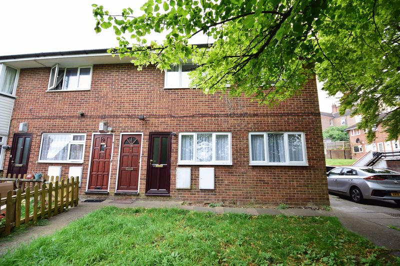 2 bedroom Maisonette to buy in Brecon Close, Luton