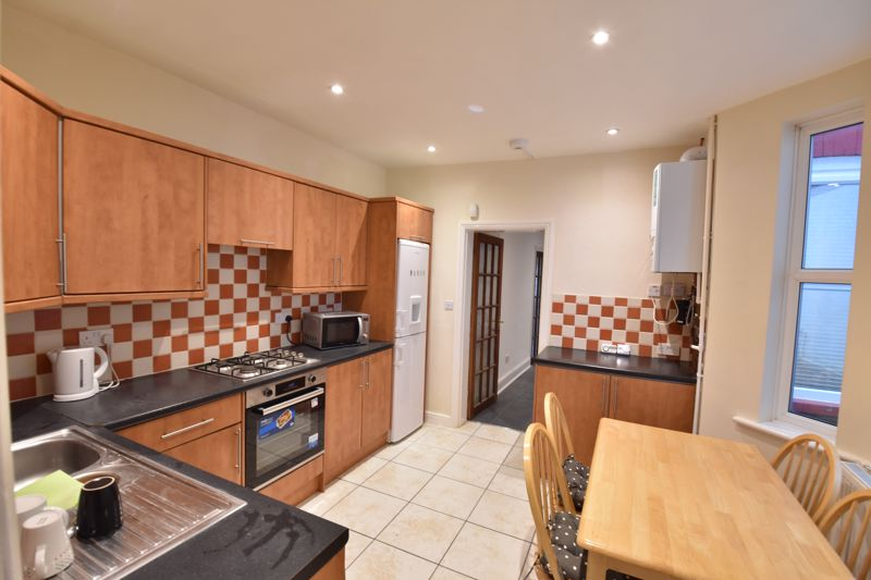 4 bedroom Mid Terrace to rent in Windmill Road, Luton - Photo 6