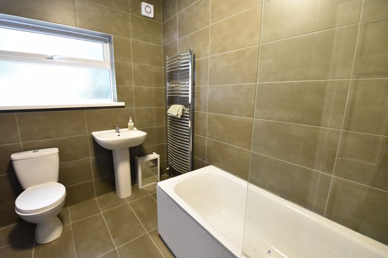 4 bedroom Mid Terrace to rent in Windmill Road, Luton - Photo 9