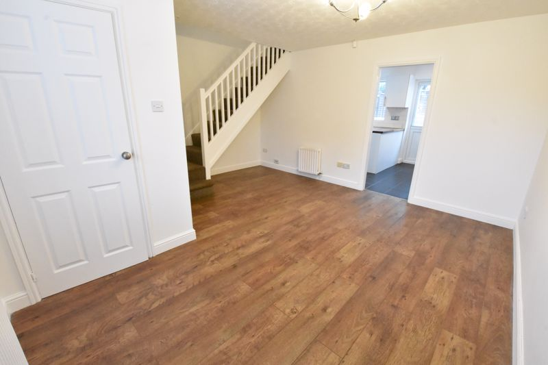 3 bedroom Mid Terrace to rent in Marsom Grove, Luton - Photo 6