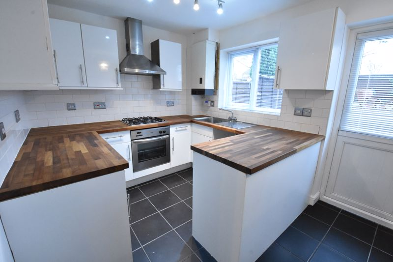 3 bedroom Mid Terrace to rent in Marsom Grove, Luton - Photo 10